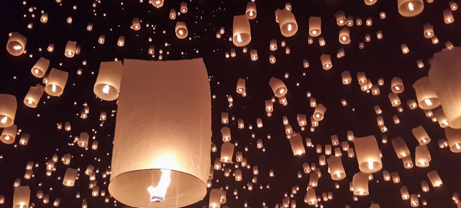 lanterne nuit partir en Thaïlande